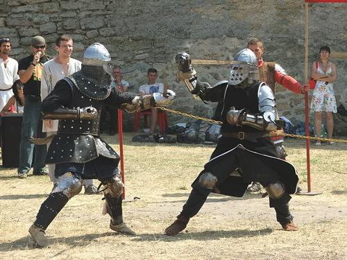 Настоящий бой - Настоящие рыцари! (Слева на фото - Кирилл Довженко - ветеран сборной Молдовы)
